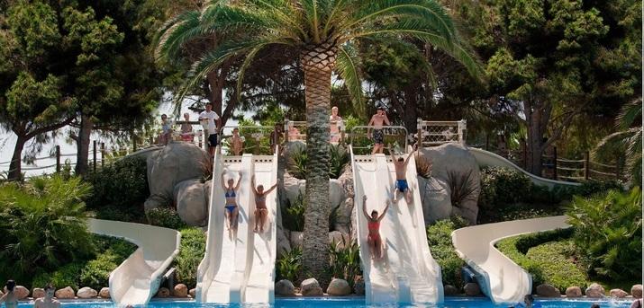 (c) Playa Montroig Camping Resort